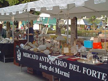Mercato dell 39 antiquariato forte dei marmi for Mercato antiquariato lucca